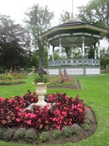 urn with bandstand